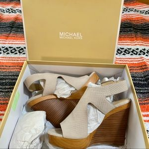 New MICHAEL KORS Josephine Wedge 6M